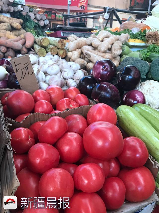 乌市周边地产茄果类蔬菜上市,黄瓜葫芦瓜卖出土豆价!