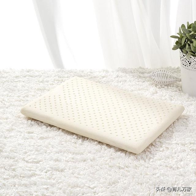 宝宝什么时候可以用枕头?用什么枕头比较好呢?