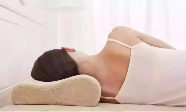 颈椎病患者要这样选枕头
